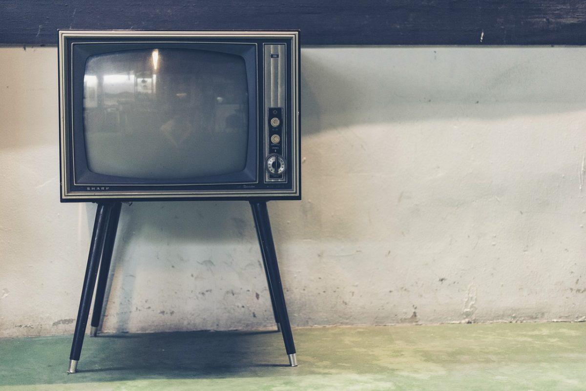 Rodzinny odetchnięcie przed telewizorem, lub niedzielne serialowe popołudnie, umila nam czas wolny ,a także pozwala się zrelaksować.